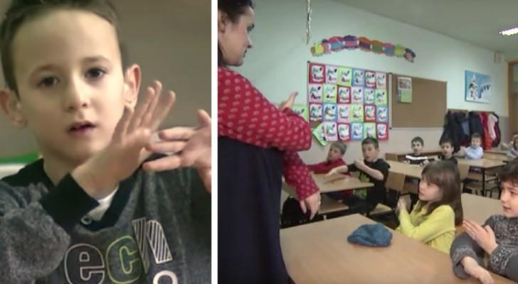 L'un des élèves est malentendant : toute la classe apprend le langage des signes pour ne pas l'exclure