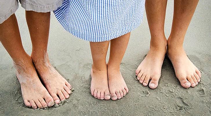 Per i bambini è indispensabile camminare a piedi scalzi: ecco perché