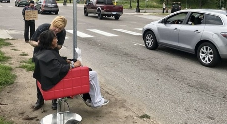 A hairdresser takes her salon chair to the streets to offer free haircuts to the homeless