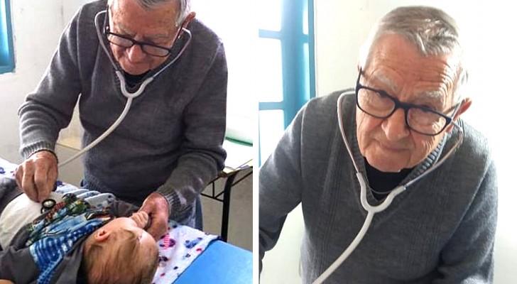 Este pediatra de 92 anos dá consultas gratuitas para as crianças carentes, tratando-as como se fossem seus netos