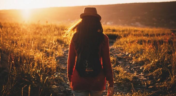 Camminare è una medicina naturale: fa bene al cuore, riduce lo stress e ti fa vivere più a lungo