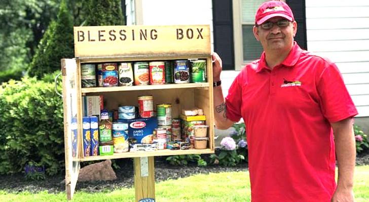 Quest'uomo ha costruito una dispensa nel suo giardino per offrire cibo a chi ne ha bisogno