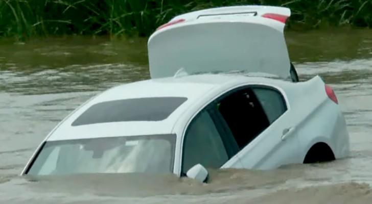 Han kastar sin nya bil i sjön för att hämnas på föräldrarna som inte köpt honom en Jaguar