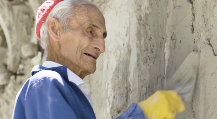 Den här mannen är 93 år gammal och har byggt en hel katedral med sina bara händer
