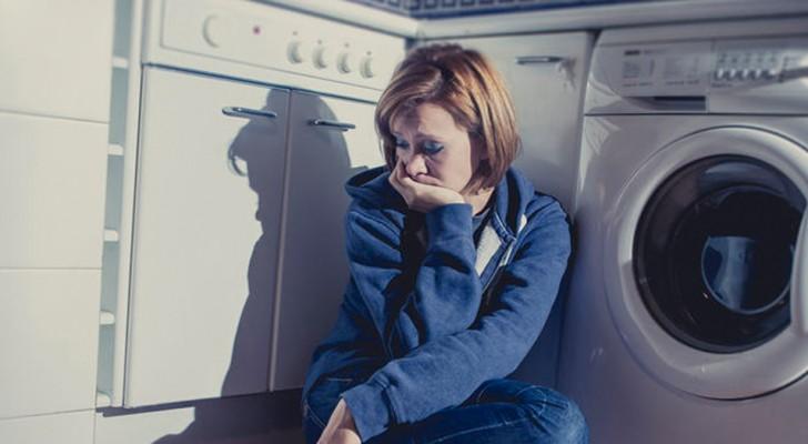 Alla mamma esausta che ogni tanto si nasconde in bagno a piangere: sappi che sei meravigliosa.
