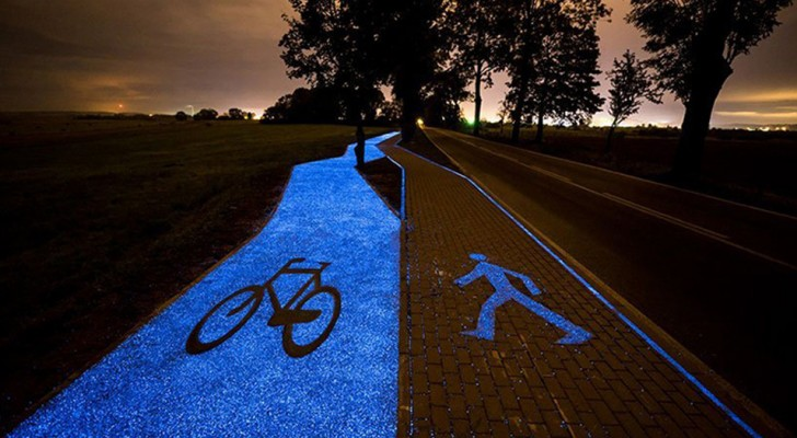 In Polonia un'incredibile pista ciclabile si illumina di notte grazie alla luce solare