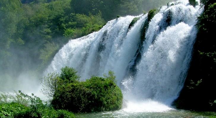 Der höchste künstliche Wasserfall der Welt befindet sich in Italien: Es ist der Wasserfall Marmore