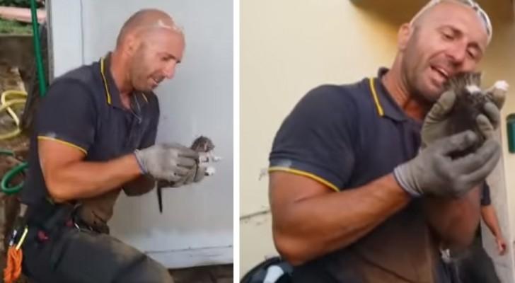 De brandweerman redt de gevangen katjes, en barst in huilen uit: de video gaat viral