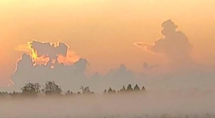 Un bombero persigue un ángel en una nube vista en el aniversario del 11 de septiembre