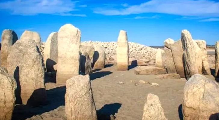 La sécheresse fait apparaître un groupe de dolmens anciens : ce pourrait être le