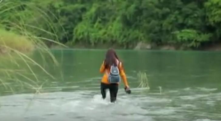 Den här läraren promenerar i 2 timmar och korsar 5 floder för att komma till skolan där hon arbetar