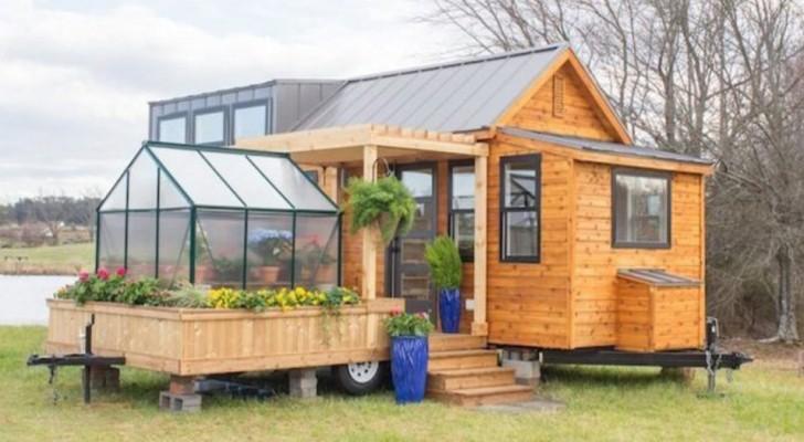Cette petite maison mobile dispose d'une serre intégrée et de tout le confort d'un grand appartement