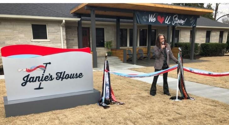 Steven Tyler degli Aerosmith ha aperto due case che si prendono cura delle donne vittime di violenza