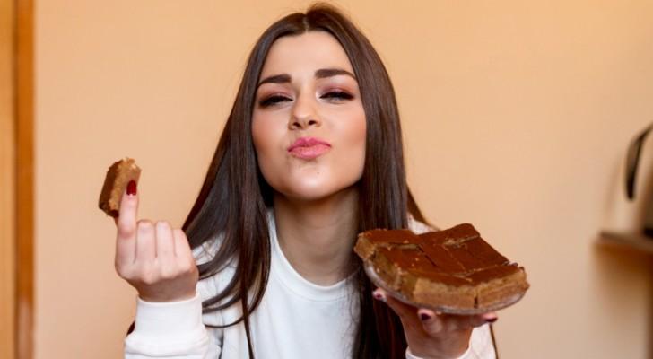 Comer chocolate ayuda a las mujeres adultas a sentirse más felices, calmas y relajadas: un estudio lo confirma