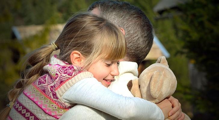 Ricevere molti abbracci durante l'infanzia stimola lo sviluppo cerebrale: parola di una ricerca scientifica