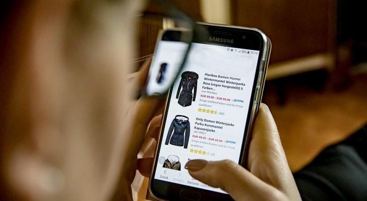 Lo shopping online è una dipendenza che può minacciare la nostra salute mentale: parola degli psicologi
