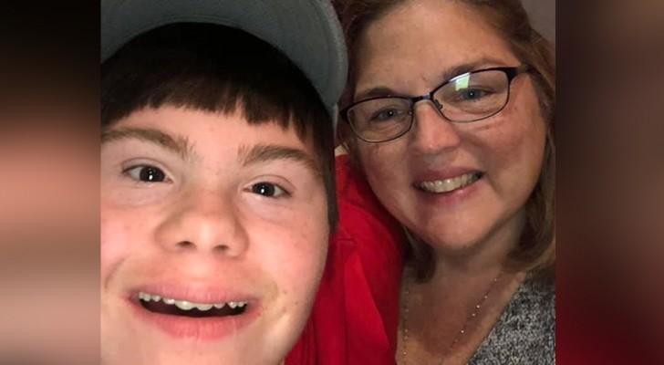 Después de la muerte de la madre, este joven Down ha sido adoptado por su maestra de apoyo