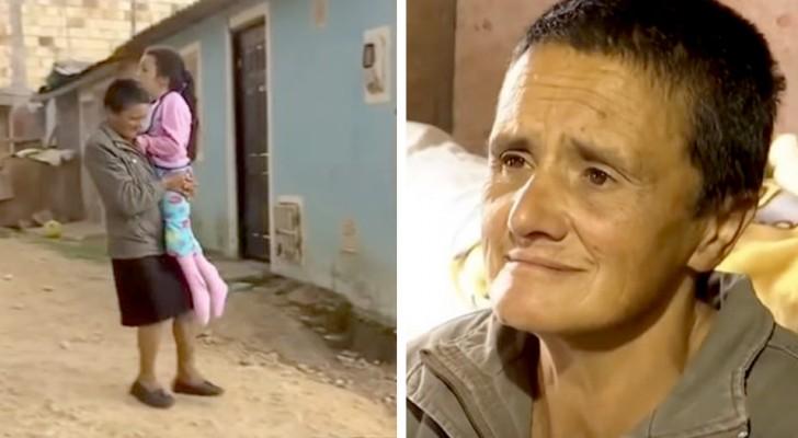 Esta avó carrega sua neta todos os dias nas costas depois que roubaram a sua cadeira de rodas