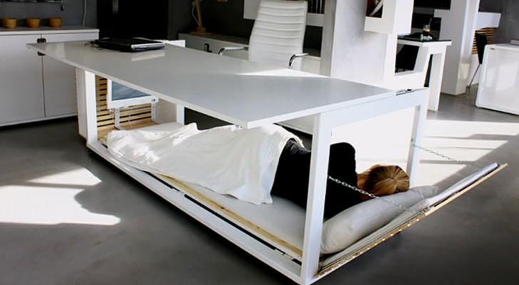 Un'azienda ha creato una scrivania che si trasforma in letto e ti consente di dormire in ufficio