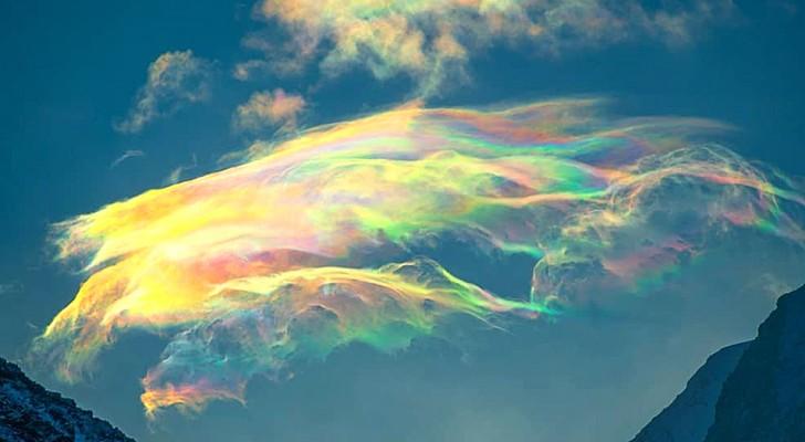 Questa fotografa russa riesce a immortalare il raro e meraviglioso fenomeno delle nuvole iridescenti