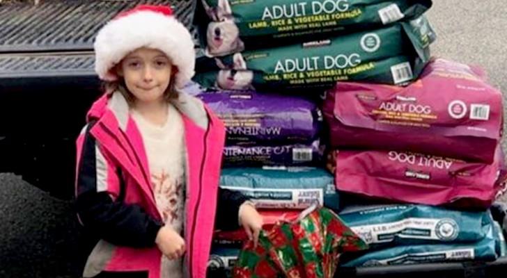 Anstelle von Geschenken erhielt dieses kleine Mädchen zu Weihnachten 300 kg Futter, um die Tiere im Tierheim zu füttern