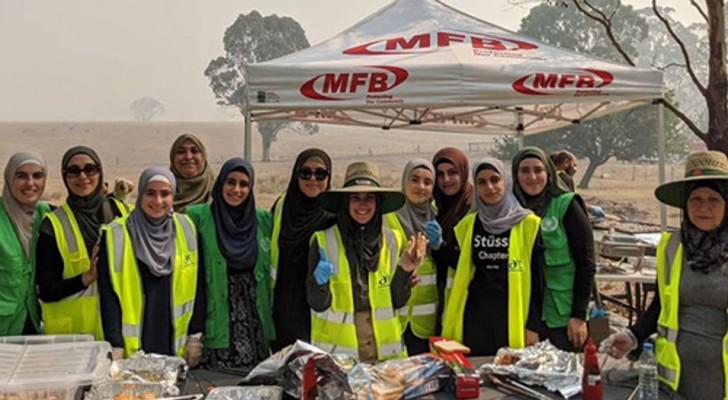 De Australische islamitische gemeenschap bereidt het ontbijt voor brandweerlieden die uitgeput zijn vanwege de verwoestende branden