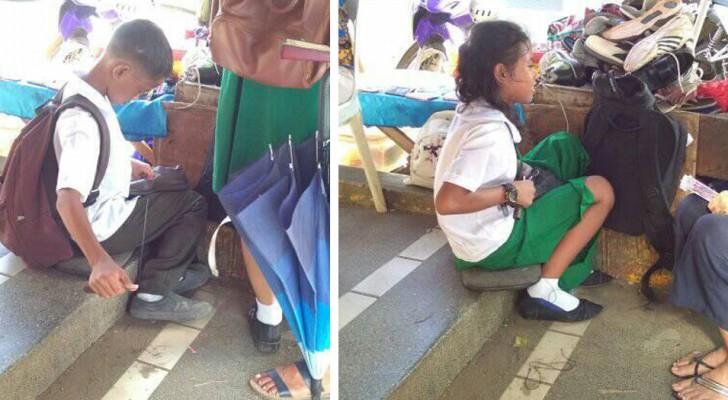 Estos dos hermanos arreglan calzados antes de ir a la escuela para poderse pagar el almuerzo y continuar los estudios