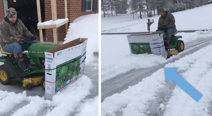 Cet homme a créé un chasse-neige improvisé en utilisant une tondeuse à gazon et un carton de télévision