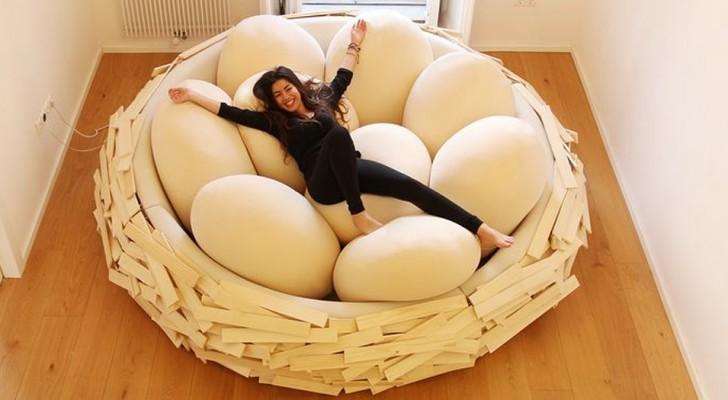 Ce lit vous permet de vous reposer comme si vous étiez dans un nid, entouré d'œufs géants
