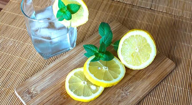 Vad som händer i kroppen när vi regelbundet dricker citronvatten