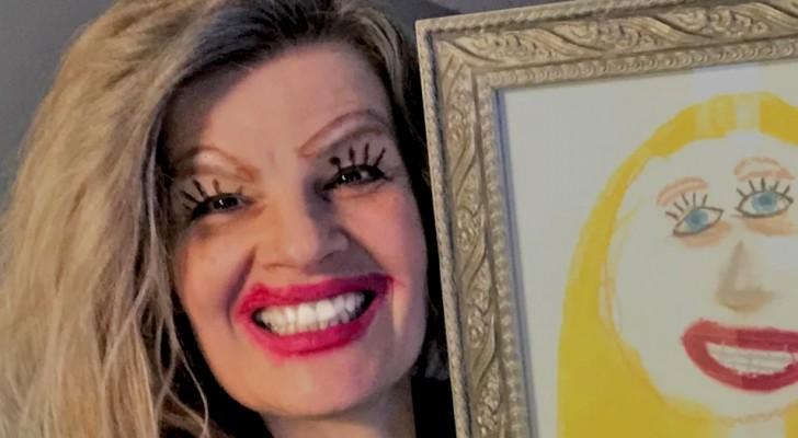 Esta mãe postou uma selfie na qual posa ao lado do retrato que a filha fez dela 10 anos antes