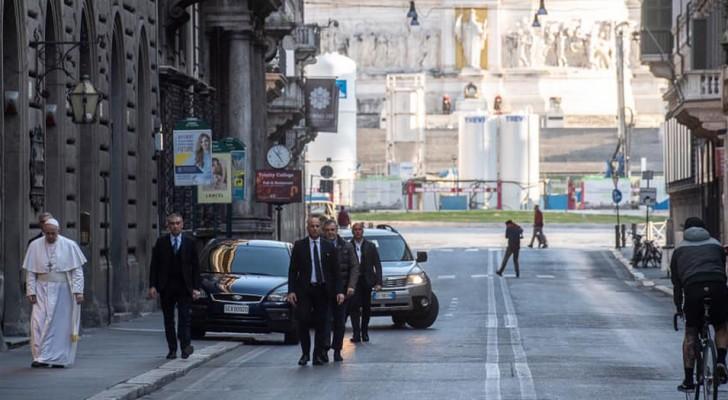 Coronavirus, Papst Franziskus geht durch die Straßen Roms und betet für das Ende der Pandemie