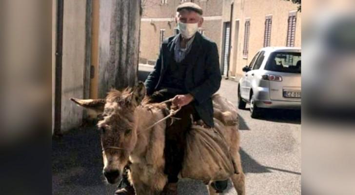 A 81 anni è sull'asina con mascherina e autocertificazione: il pastore sardo è il simbolo dell'Italia che non molla