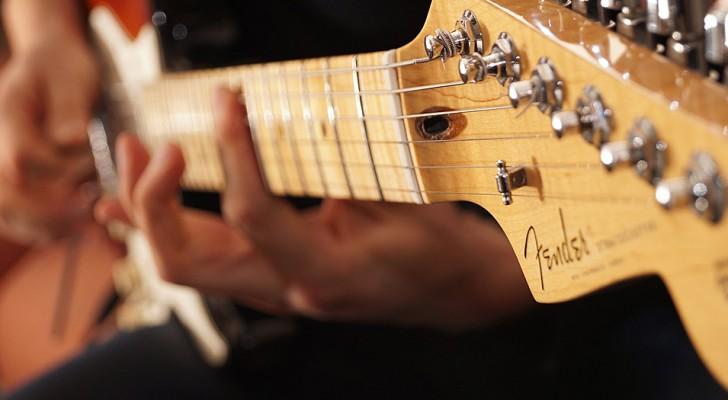 Fender offre lezioni online gratuite di chitarra, basso e ukulele a chi si trova in casa per la quarantena