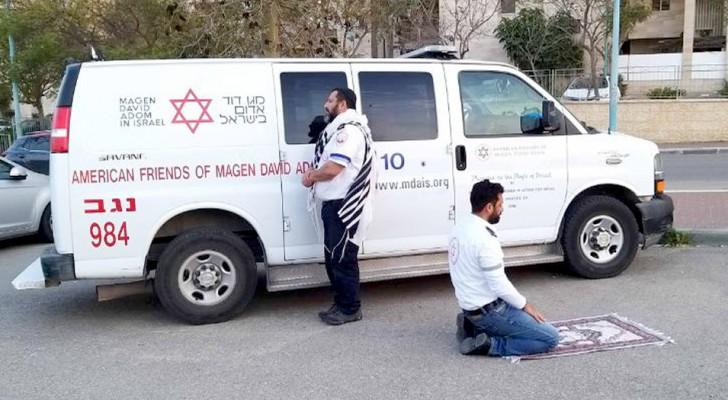 L'un est juif, l'autre est musulman : les deux ambulanciers prient ensemble avant de secourir les personnes infectées par le Covid-19