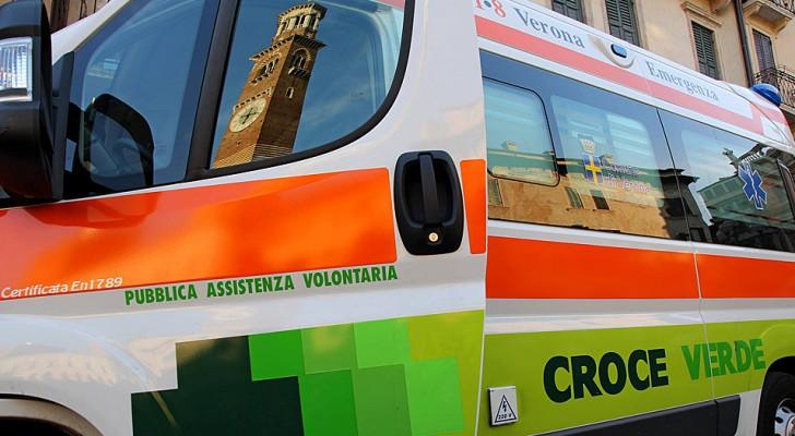 Verona, furto in ambulanza mentre gli infermieri sono nell'ospedale: rubati cellulari, portafogli e tute