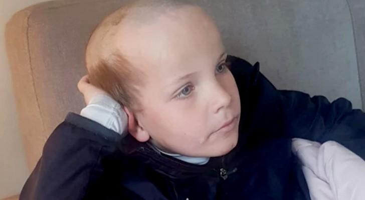 Durante el aislamiento, un niño de 5 años le pide a su hermano que le corte el cabello: quiere un corte de anciano