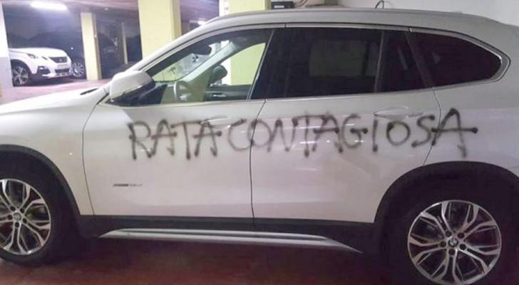 Rata contagiosa: vândalos escrevem no carro de uma médica uma mensagem odiosa