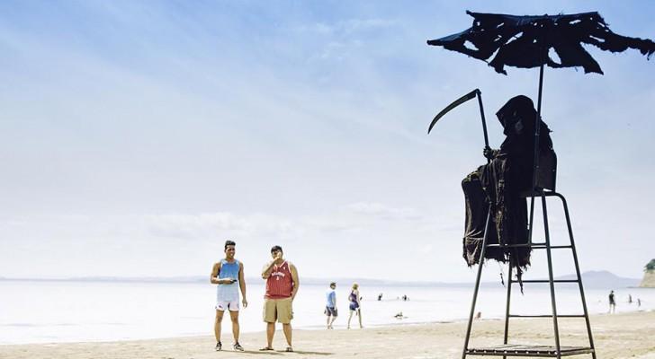 Un homme s'habille en Faucheuse pour protester contre la réouverture prématurée des plages en Floride