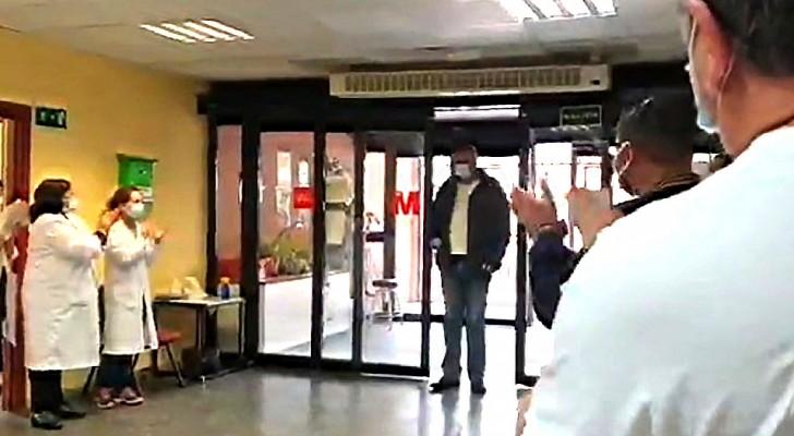 Un taxista lleva gratis a pacientes al hospital para emergencias del Covid: el emocionante aplauso de médicos y enfermeros