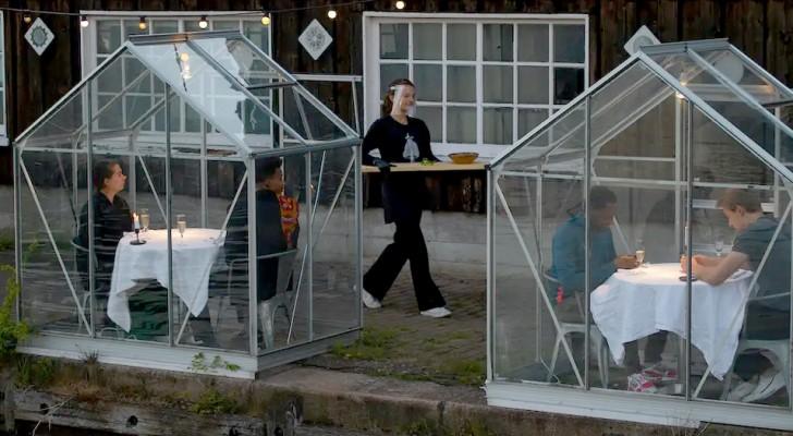 Coronavirus: Ein Restaurant baut kleine Gewächshäuser, um Kunden unterzubringen und gleichzeitig die soziale Distanzierung zu respektieren