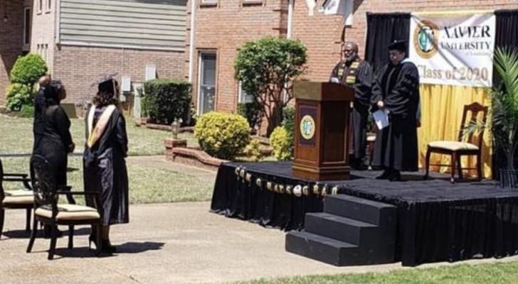 Diploma-uitreikingen geschorst vanwege Covid: een vader bouwt een podium om zijn dochter te vieren