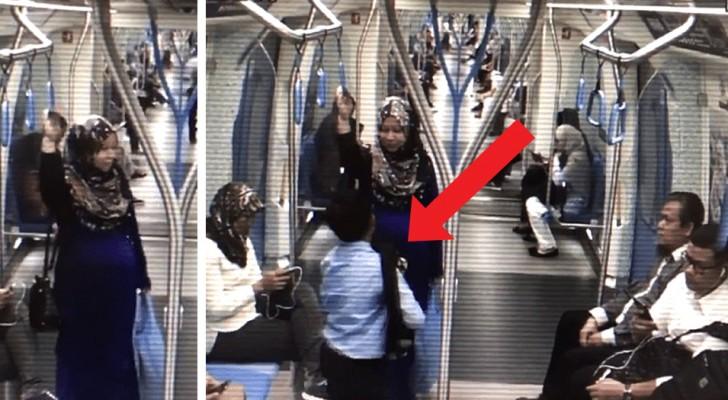Ante la indiferencia de todos los pasajeros, un joven muy pequeño cede el lugar a una mujer embarazada en el metro