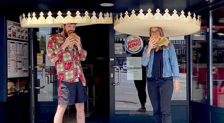 Le famose corone di Burger King diventano extralarge: così i clienti rispettano la distanza di sicurezza