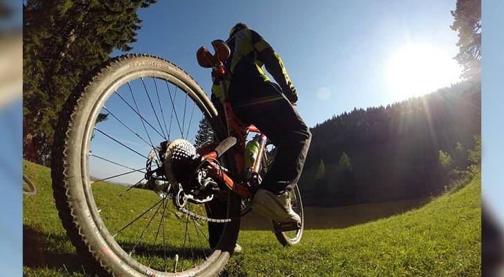 Andare in bici è molto più di un semplice esercizio fisico: pedalando ritroviamo il benessere a 360 gradi