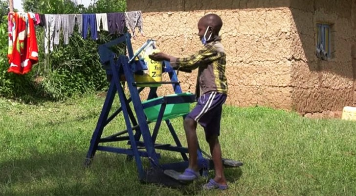 At 9 he invented a machine to wash his hands without touching the tap to he prevent contagion from Covid-19