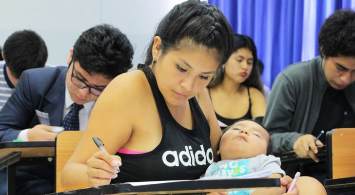 Young mom goes to the university entrance exam with her son in her arms: