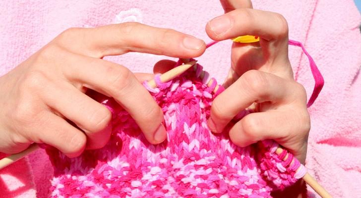 Lavorare a maglia fa bene alla mente e al corpo: lo suggerisce uno studio scientifico