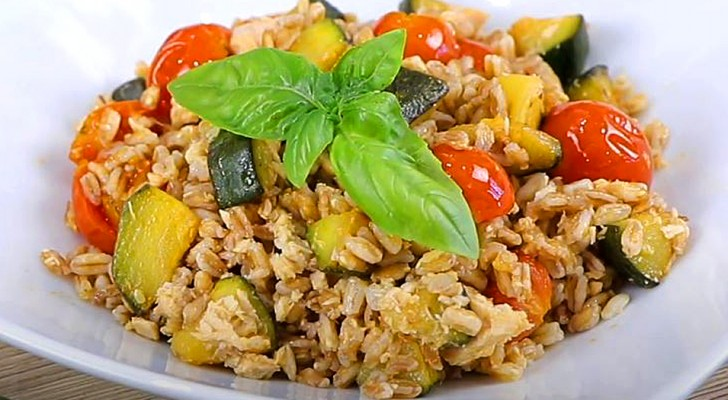 Salade d'épeautre au thon, tomates cerises et courgettes : le plat simple et nutritif qui met l'été sur la table