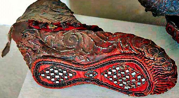 Dieser Schuh ist 2300 Jahre alt und wurde perfekt erhalten unter einer Eisschicht gefunden